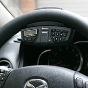万鸿瑞 方向盘车载蓝牙 免提电话 汽车MP3系统 车用耳机 苹果三星