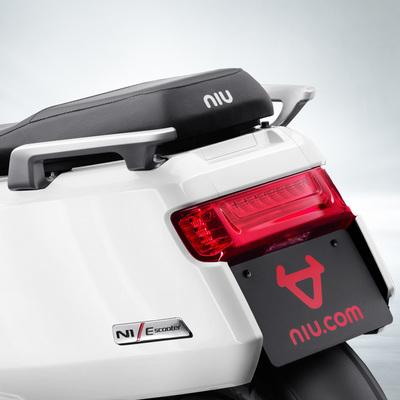 小牛 电动N1 智能电动踏板车 白 动力版产品图片5